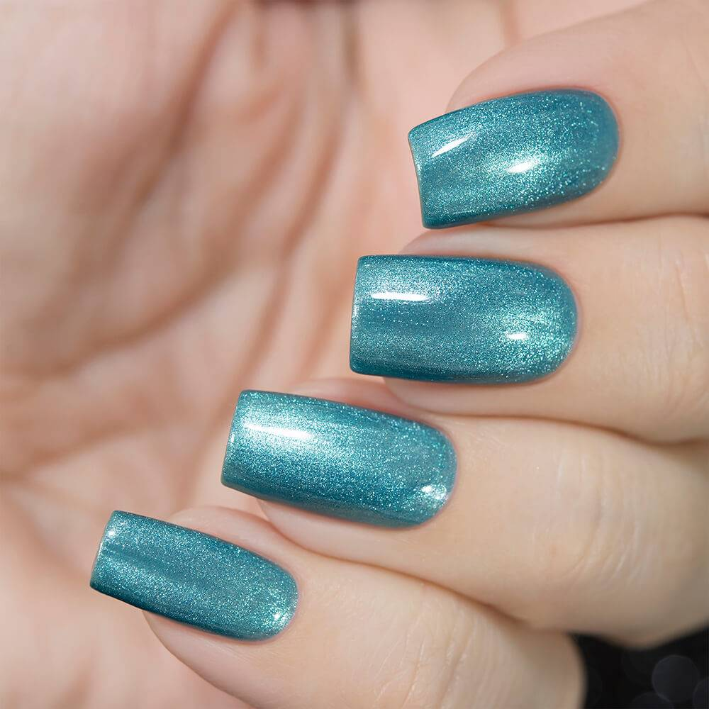 Masura Tuamotu light blue shimmery magnetic nail polish