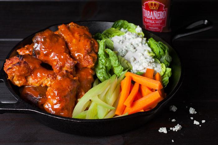 Spicy Buffalo Wings with Blue Cheese Yogurt Dip - Tabanero