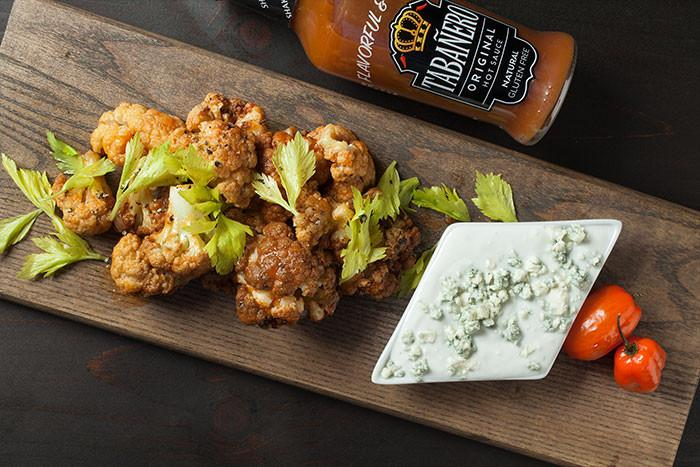 Spicy Buffalo Cauliflower with Blue Cheese Yogurt Dip - Tabanero