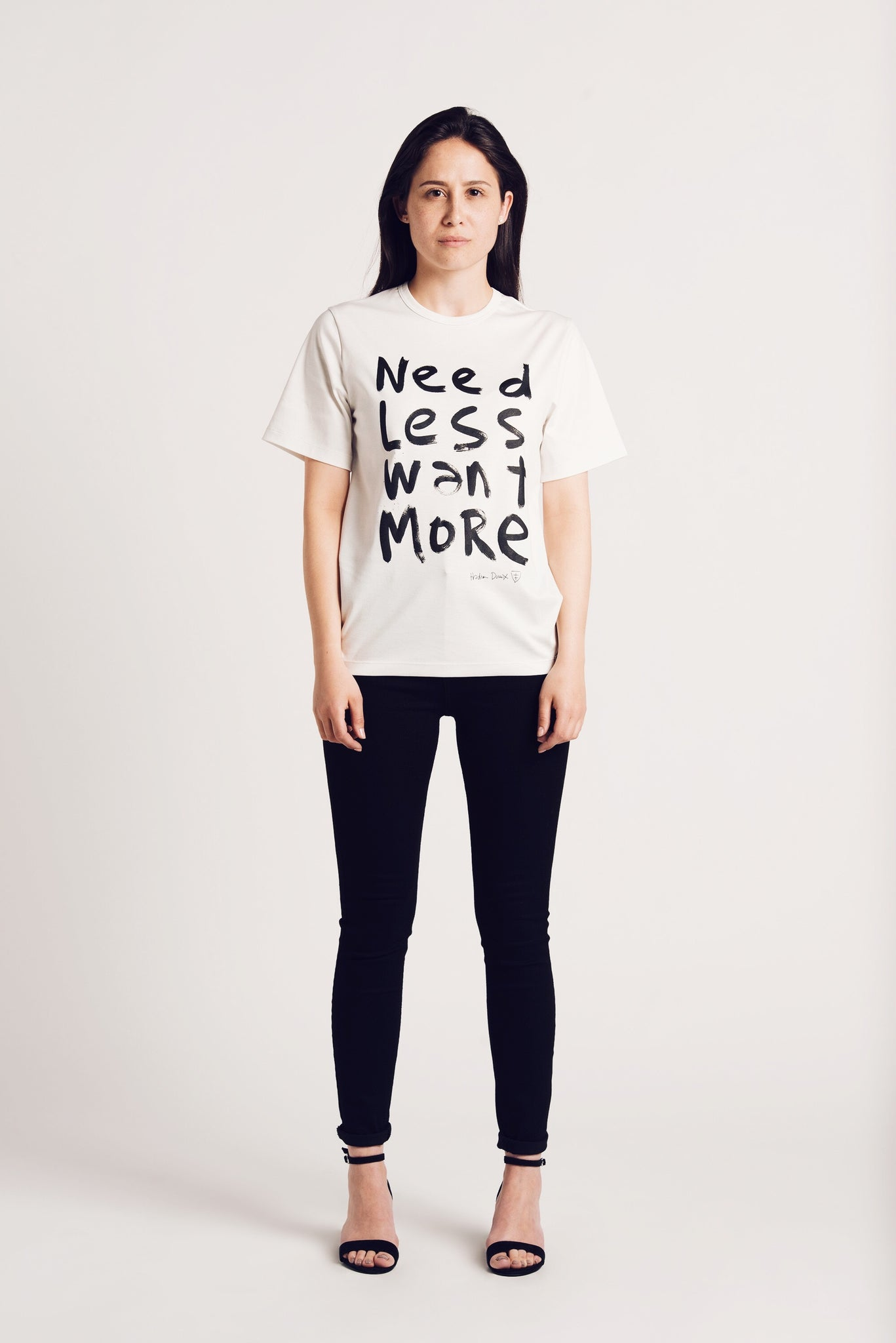 luxury-organic-bio-sustainable-t-shirt-ethical-swiss-made-by-naome-model