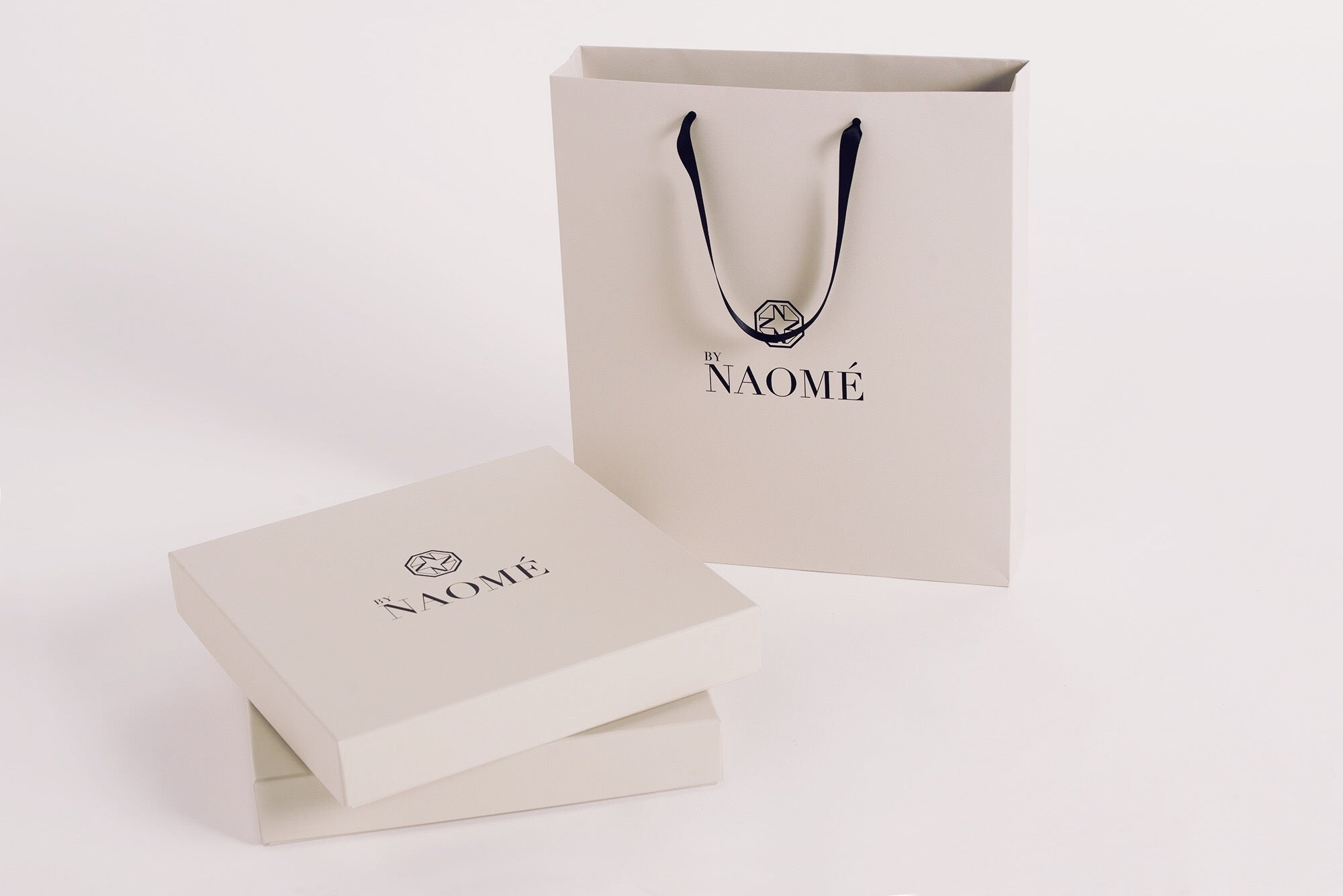 luxury-organic-bio-sustainable-t-shirt-ethical-swiss-made-by-naome-bags
