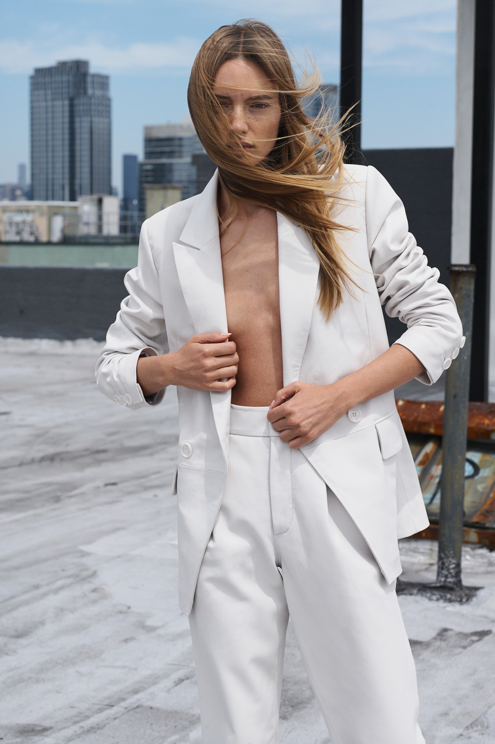 "<p><a href=""/products/grace-blazer-white"" title=""Grace Blazer - White"">GRACE BLAZER</a></p>"