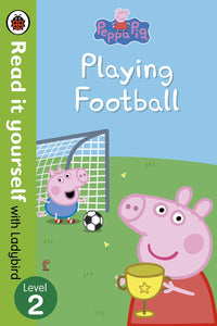 Read it Yourself with Ladybird: Peppa Pig Playing Football (Level 2)