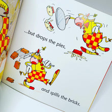 Load image into Gallery viewer, Usborne Phonics Readers: Cow Takes a Bow