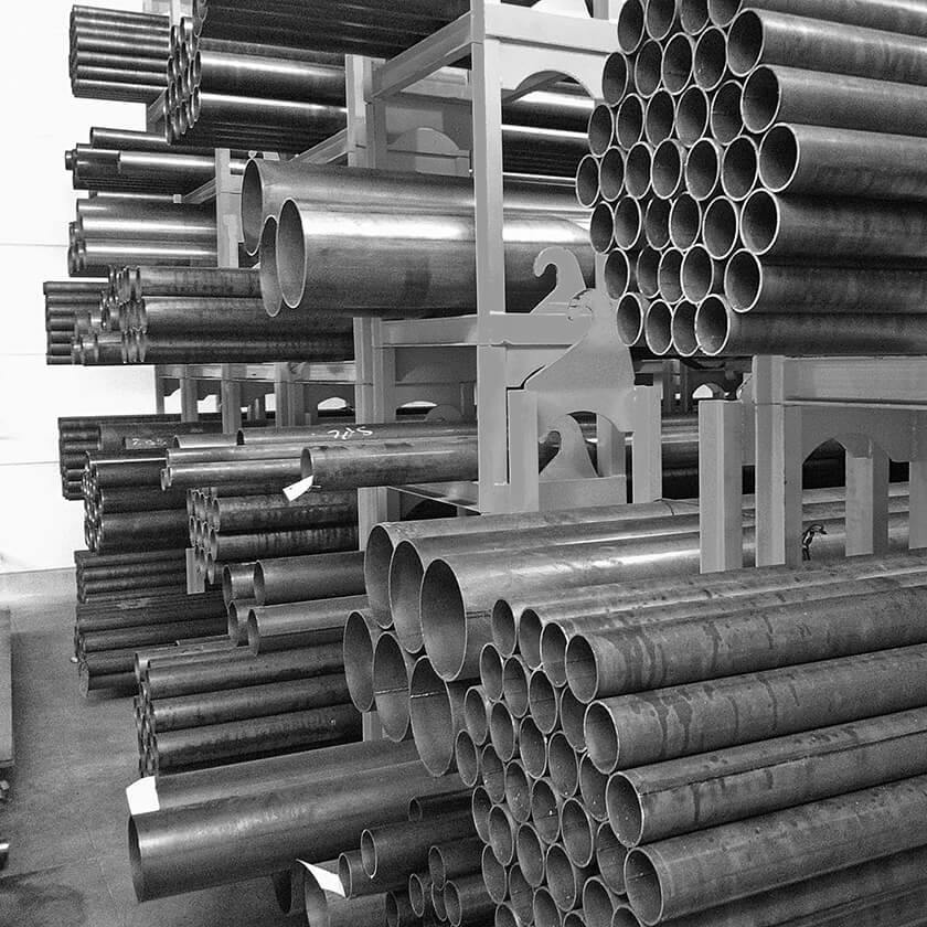 Steel tube for the manufacture of bollards