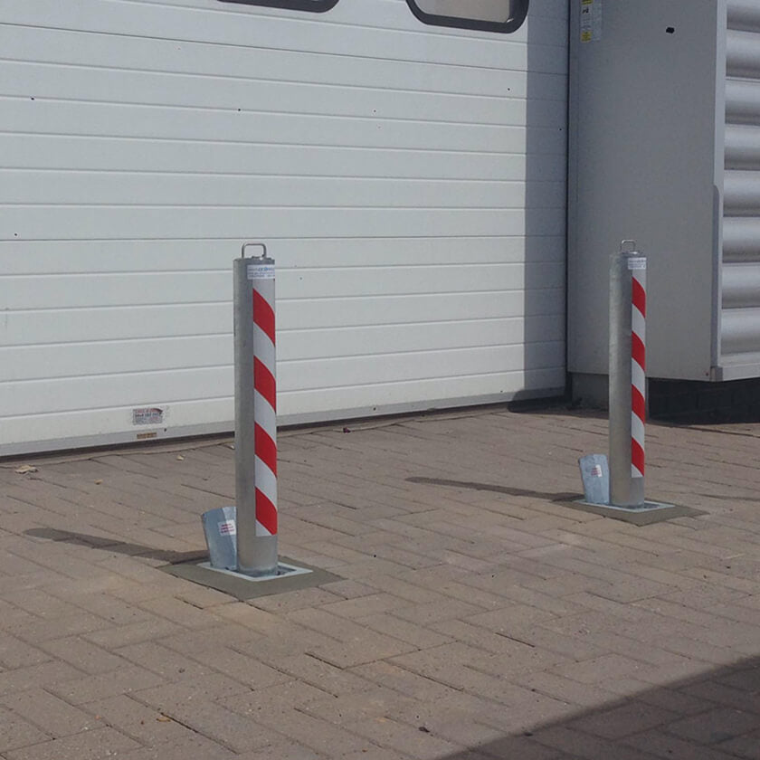 Telescopic anti ram raid bollards