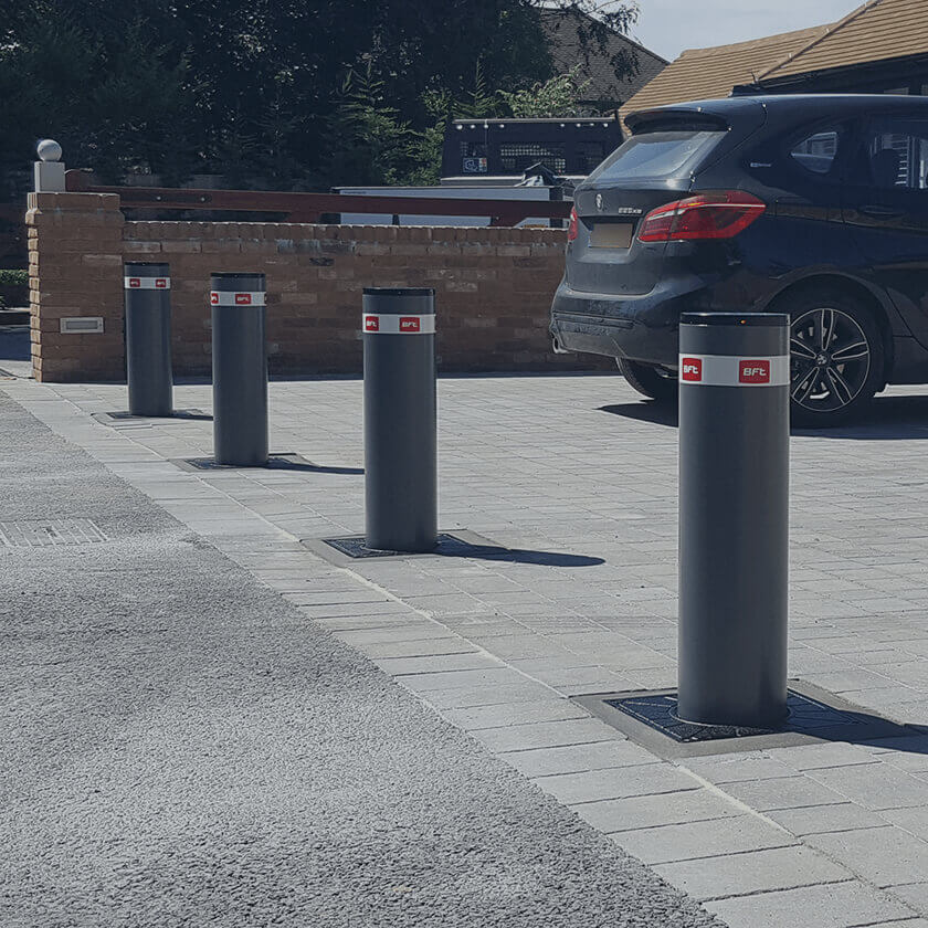 Automatic rising security bollards