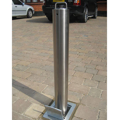 SS5 telescopic bollard installed to a domestic driveway