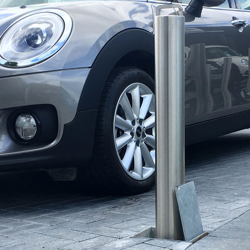 Retracta-post stainless steel lift assisted telescopic bollard