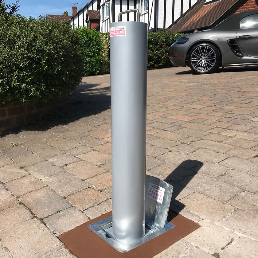 LA/114 Lift assist telescopic bollard in Silver