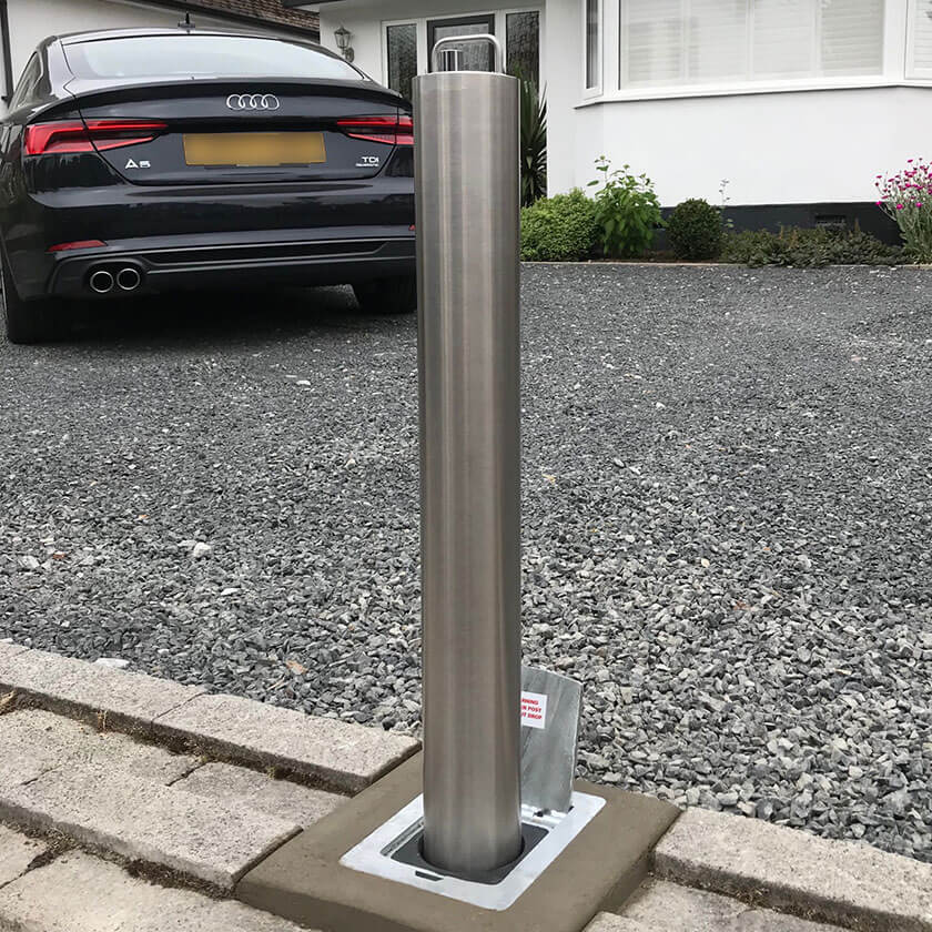 Lift assist S14 telescopic bollard