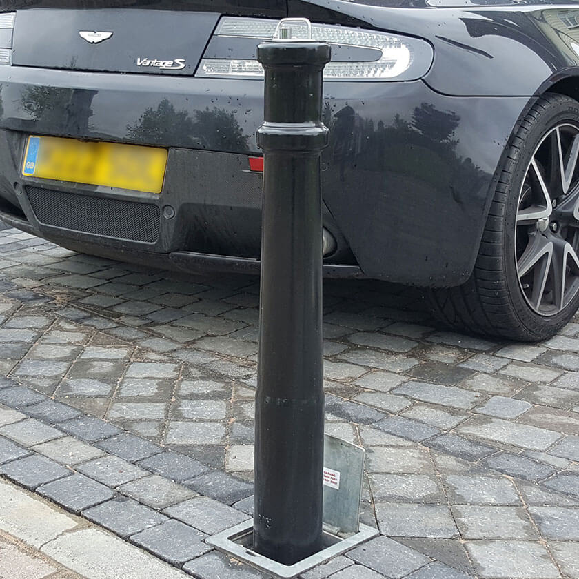 PSU ornamental telescopic bollard on a block paved driveway