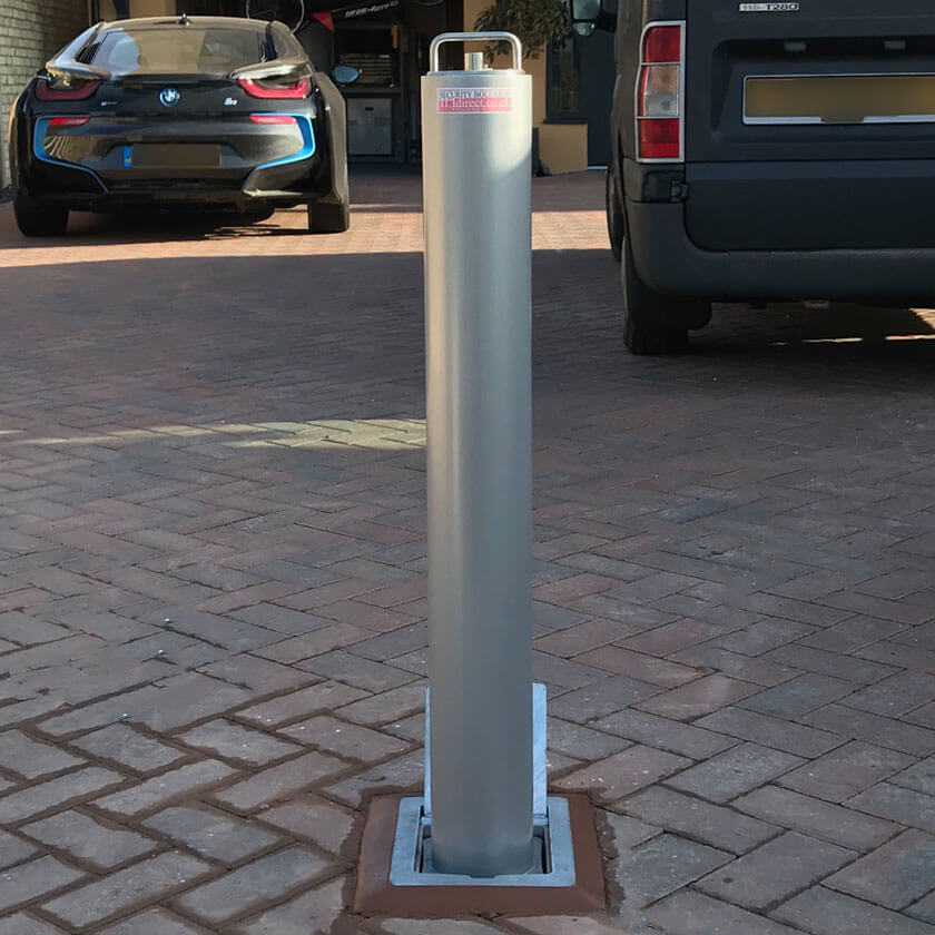 R14 telescopic bollard in Silver