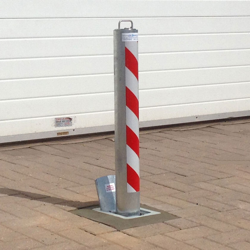 R8 anti-ram telescopic bollard in a galvanised finish