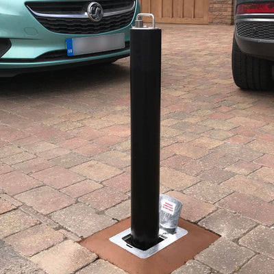 R8 telescopic bollard in Black on a block paved driveway
