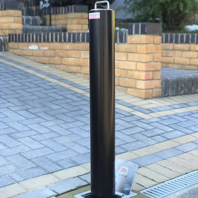 RD4 Telescopic security bollard in Black