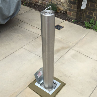 RD4S Telescopic bollard on natural stone driveway