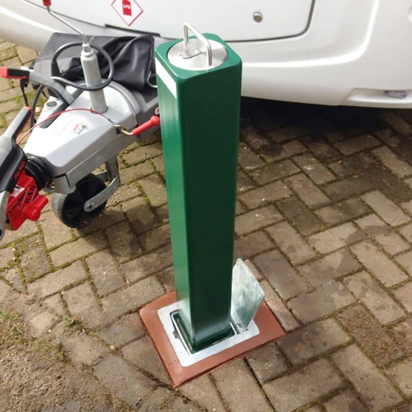 SQ20 Telescopic bollard in Green