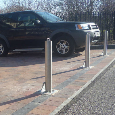 Multiple SS5 telescopic bollards