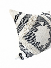 Load image into Gallery viewer, Serene Kilim Pillow Cover