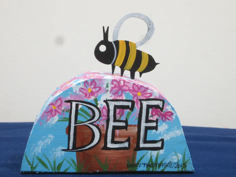 Bee Table Topper