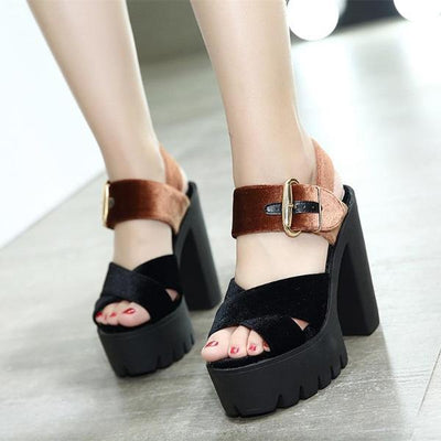 SYNTA Sandals - Landsyne