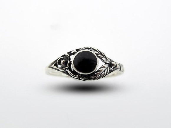 Onyx Ring with Flower and Leaf Design
