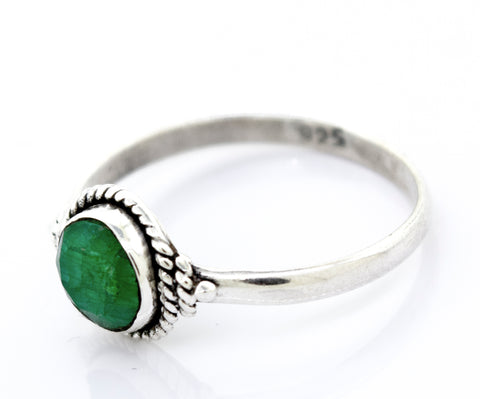 Simple Round Emerald Ring With Rope Border