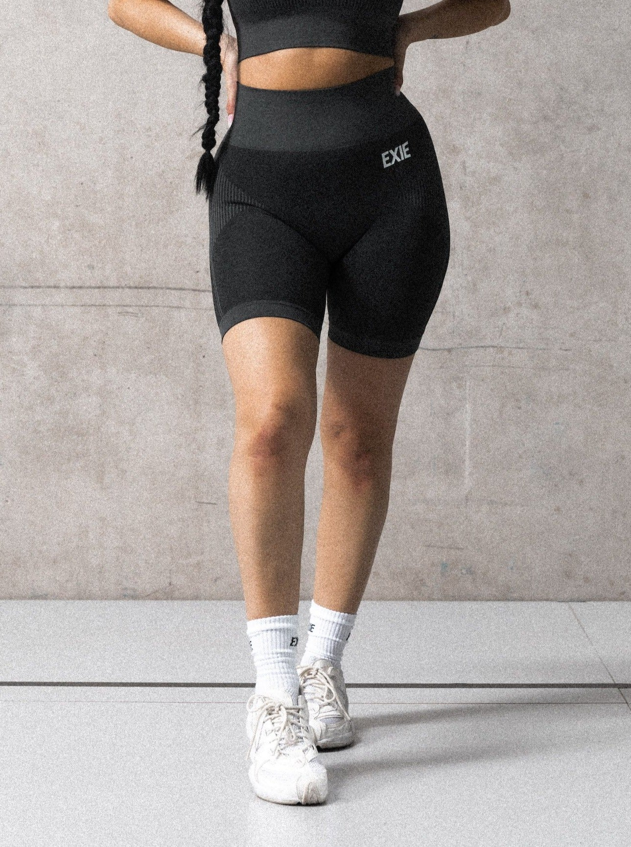 RUNNER BIKE SHORTS - GRAPHITE