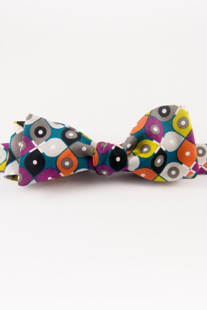 Peacock's Trip Self-Tie Bow Tie