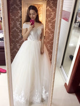 Load image into Gallery viewer, 2018 Ball Gown Bridal Dress Vintage Muslim Plus Size Lace Wedding Dress Princess Sweetheart Pearls Train Ball Gown Bridal Dress