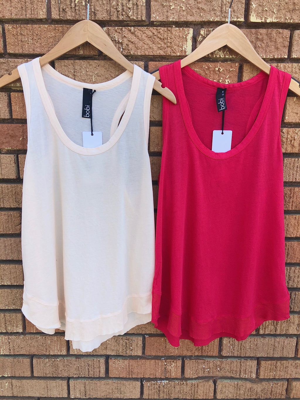 Curved Hem Tank in Light Peach or Red