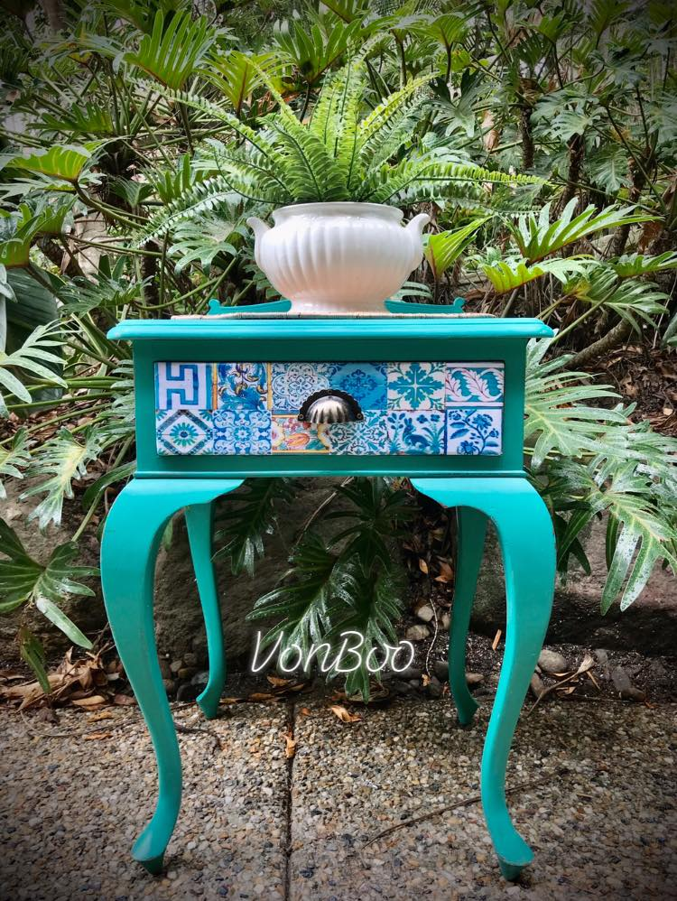 Vonboo Peacock Side Table