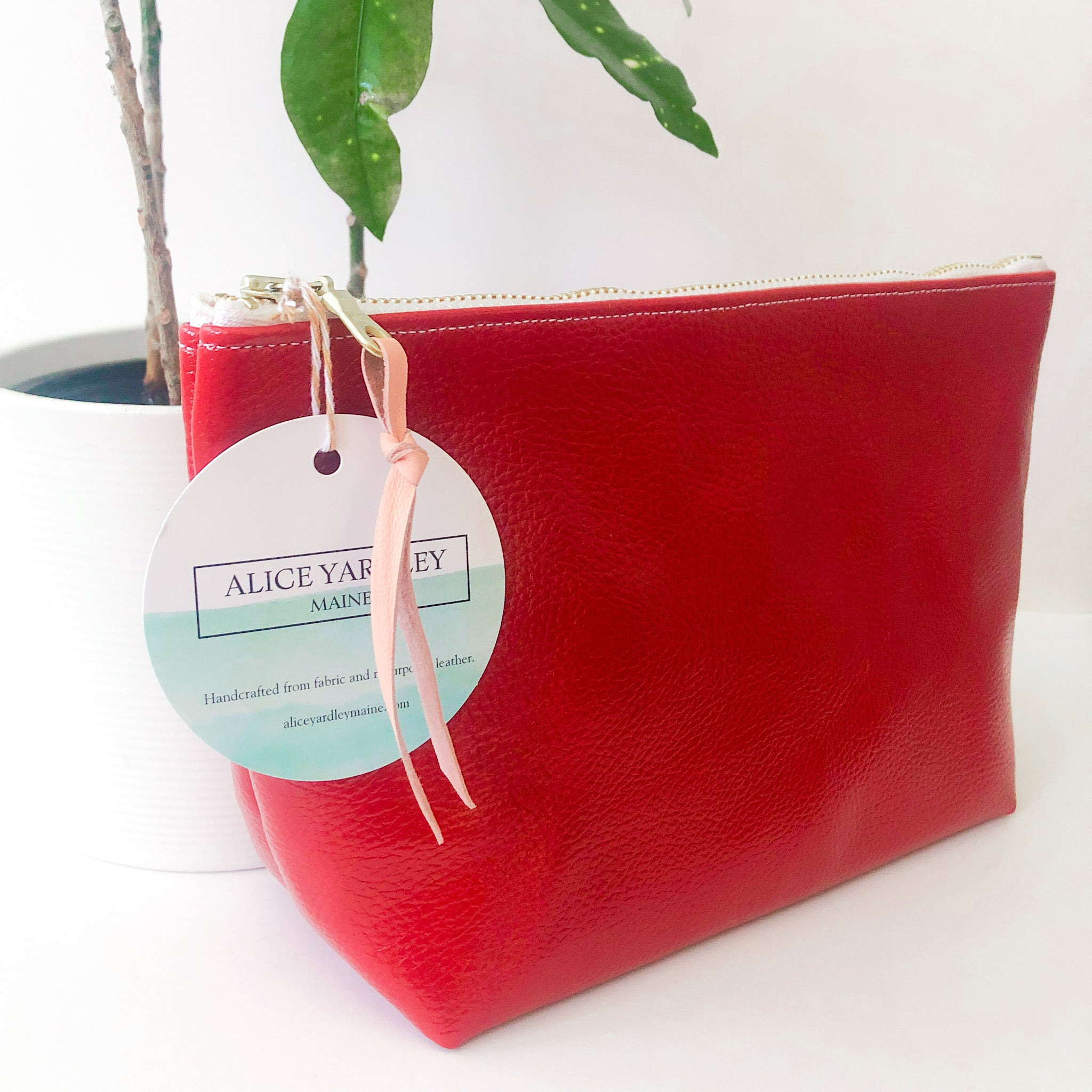 Standing Trapezoid Pouch (Red with Red Checked Interior)