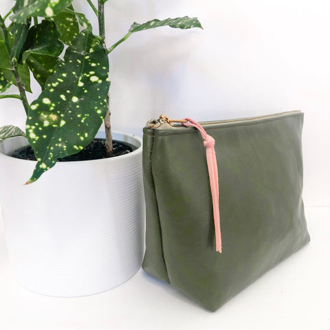 Standing Trapezoid Pouch (Green Leather)