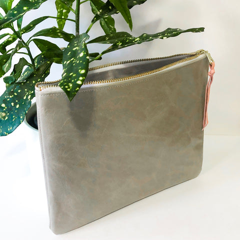 Classic Leather Clutch (High-Gloss Gray)