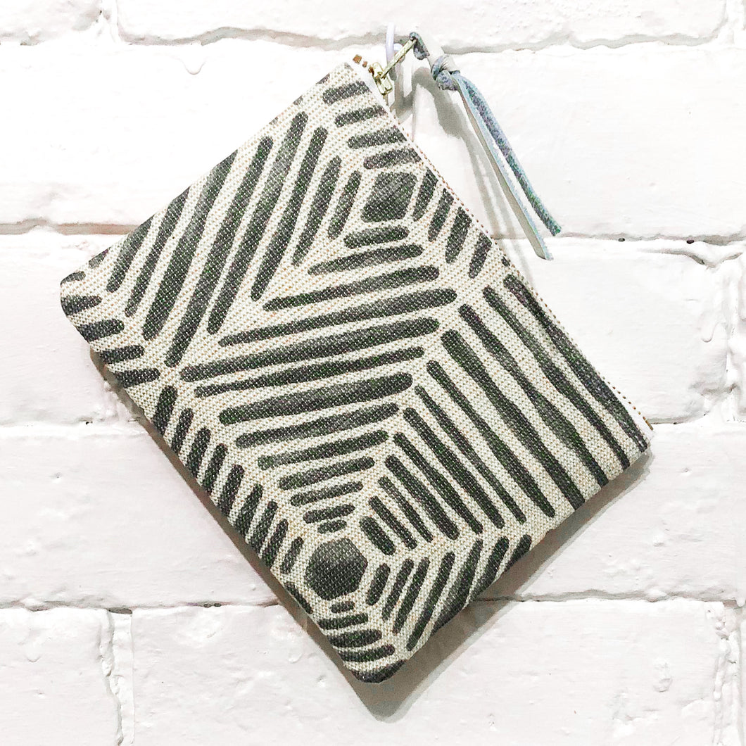 The Mini Pouch (Radiating Silver)