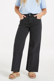 The Relaxed Leg Jean - Washed Black