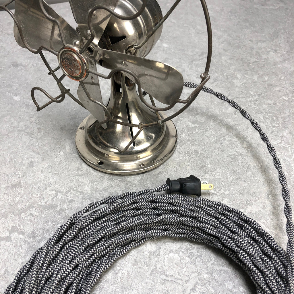 2-CONDUCTOR 18-GAUGE BLACK & WHITE ZIG-ZAG COTTON TWISTED WIRE