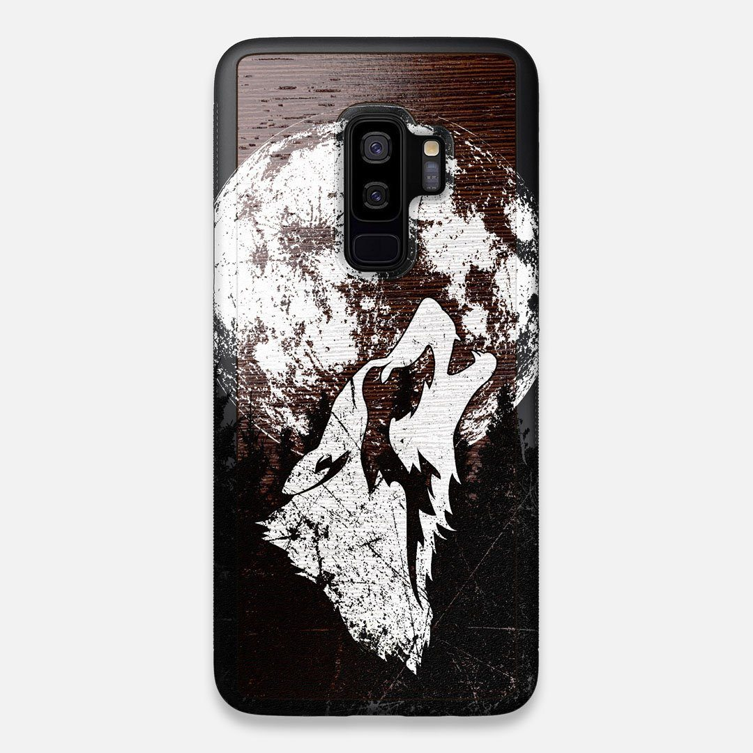Front view of the high-contrast howling wolf on a full moon printed on a Wenge Wood Galaxy S9+ Case by Keyway Designs