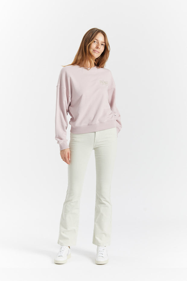 Dr Denim Jeans Australia & NZ - The Glade Sweater is Rose Quartz is a regular fit sweater made from soft light pink jersey fabric with an embroidered logo. Made for ultimate relaxation! Buy online now, or shop more women's clothing...