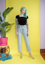 Load image into Gallery viewer, 90s Gap Light Wash Jeans 27x27