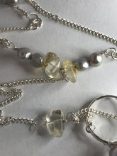 Load image into Gallery viewer, Pearl Silver Hand Chain