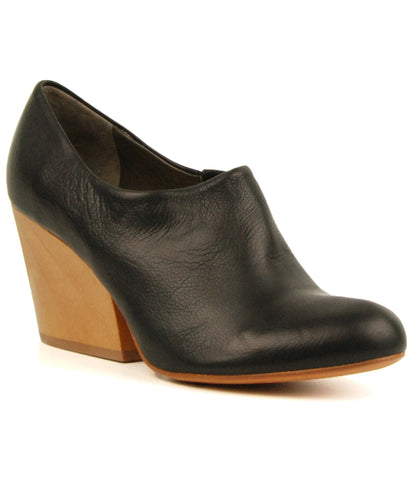 Coclico Bonita Black Leather/Luna Ankle Pump
