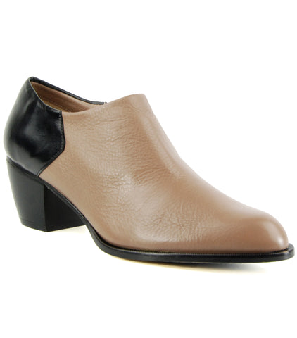 5yMedio Ignacia Taupe Black Ankle Boot