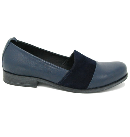 Bueno Isabelle Navy Flats