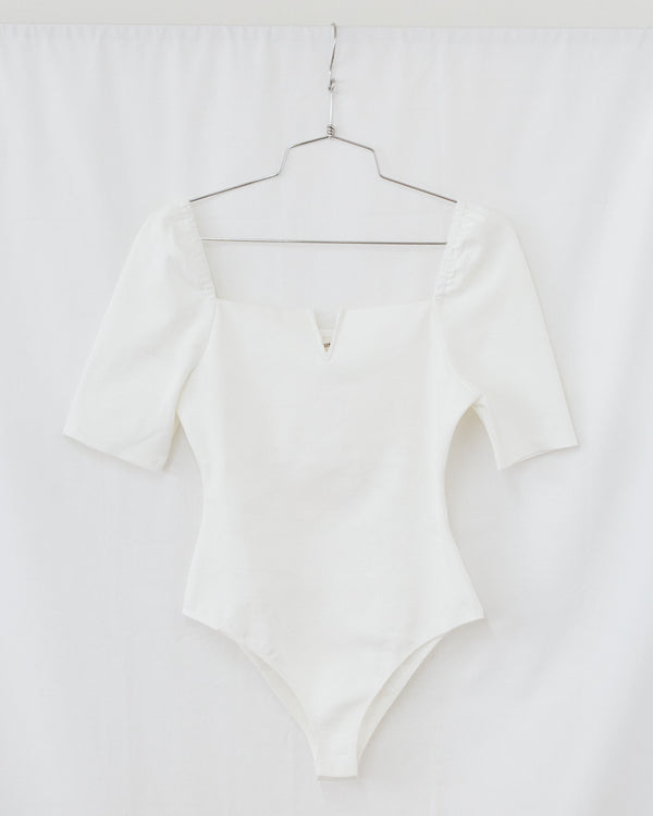 white gathered half sleeve notched square neck bodysuit