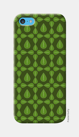 Seamless pattern with leaves on green background iPhone 5c Cases | Artist : Designerchennai