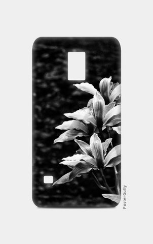 Nature - Black & White Samsung S5 Cases | Artist : Swati Saxena