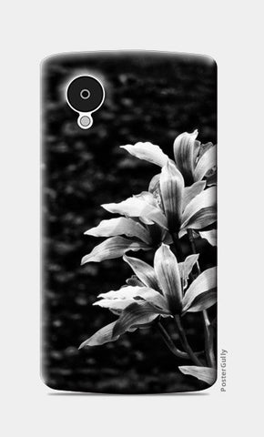 Nature - Black & White Nexus 5 Cases | Artist : Swati Saxena